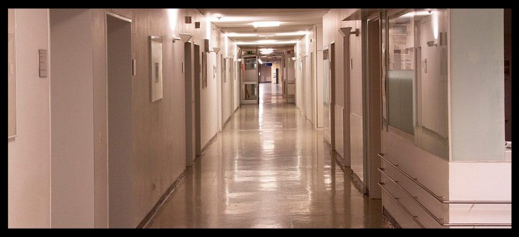 Pasillo de centro médico desinfección hospitalaria